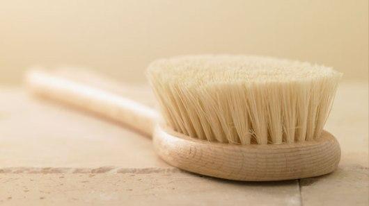 dry-skin-brushing